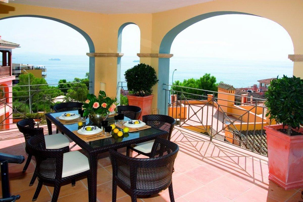 modernes apartment ullibel ihr spezialistenteam f r exklusive luxusprojekte f r. Black Bedroom Furniture Sets. Home Design Ideas